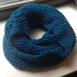 ⬇REDUCED⬇ X-Large Teal Chunky Infinity Scarf
