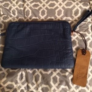 Joie  Clutches & Wallets - NWT Host Pick 🎉 Joie Darcy Wristlet Clutch