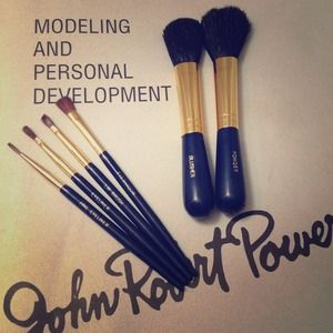 Modeling Book & Make-Up Brush Set