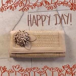 Clutches & Wallets - 🎉HOST PICK🎉Tan Straw Bag with Flower