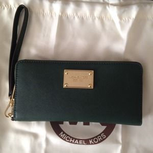 MICHAEL Michael Kors Clutches & Wallets - NWT MICHAEL KORS WALLET WITH IPHONE SLOT SAFFIANO