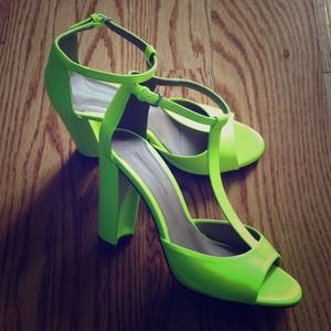 Highlighter color Zara sandal!
