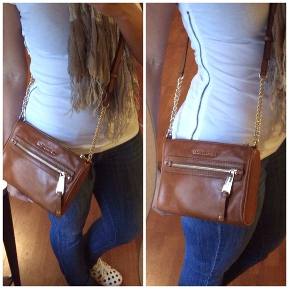 Michael Kors Handbags - Host Pick🎉 Pre-loved MK Devon crossbody 2