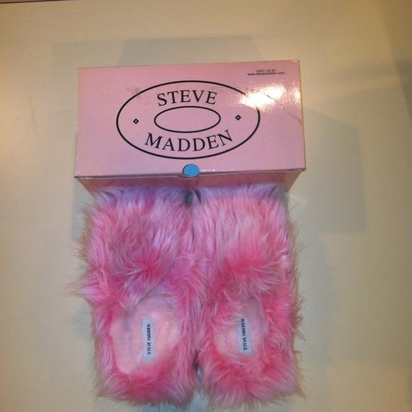 9c4839c3582 Steve Madden Slippers. M 529e8f1d9da25941af007374