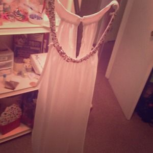 Tops - White dress up tank with gorgeous beads