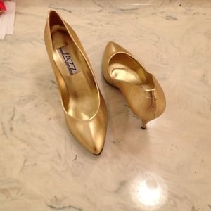 Shoes - Cute gold high heel pumps great for New Years Eve!