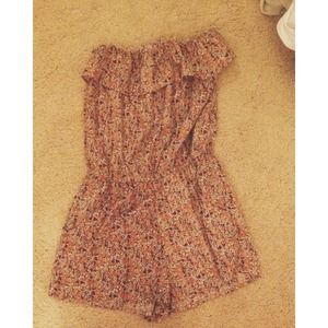 ruffled romper with floral pattern
