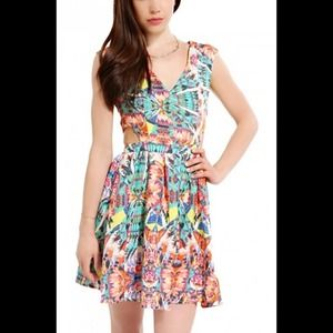 shopakira Dresses & Skirts - Printed V-Neck cut out dress