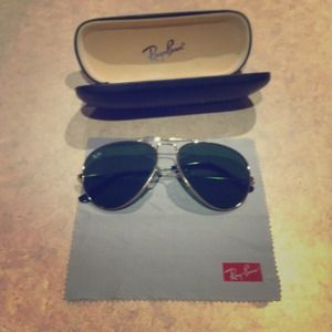 Authentic Ray ban aviators shades includes case!