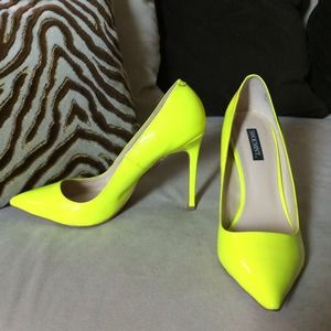 Shoemint Kaylen Neon Yellow Pointy Toe Pump 7