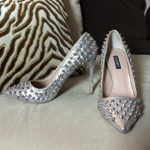 Silver Glitter Spiked Pointed Toe Pumps 7 Shoemimt