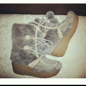 Juicy couture fur boot