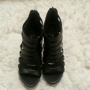Chinese laundry Black leather sandals