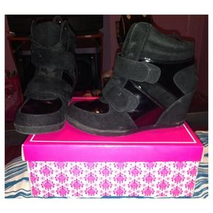 Black sneaker wedges!