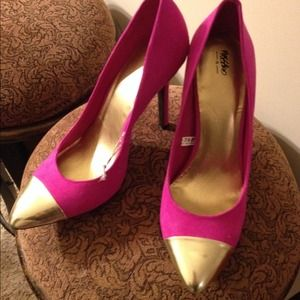 Pink heels with colorblocked gold toe Mossimo