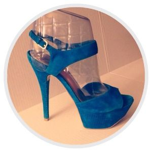 💎FLASH SALE🆕ELECTRIC BLUE SUEDE STAPPY HEELS