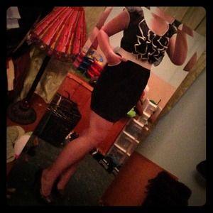 Black & white ruffle/keyhole/pockets dress