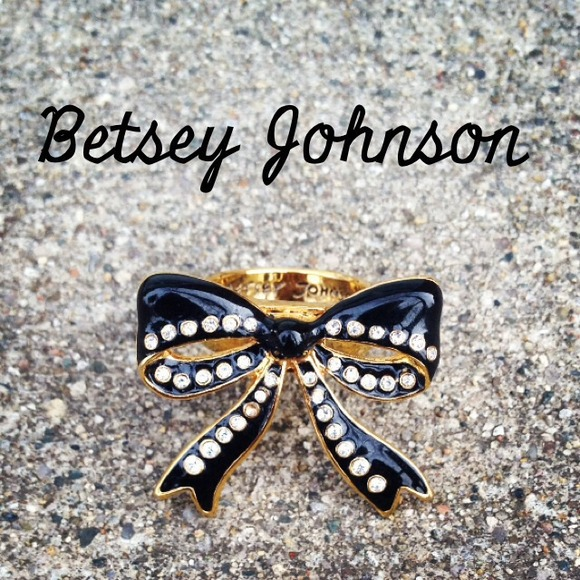 Betsey Johnson Jewelry - New Betsey Johnson Crystal Bow Ring! 🎀