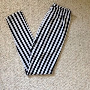 Pants - b&w highwaisted leggings