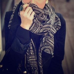 Accessories - 🎉Host Pick🎉 Aztec Print Black and White Scarf