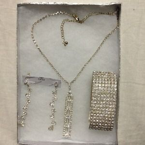 Accessories - A set of beautiful and elegant wear for brial