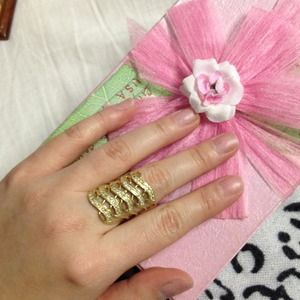 Accessories - 18 gold ring...