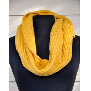 GAP Accessories - 🎉HOST PICK🎉 GAP Scarf
