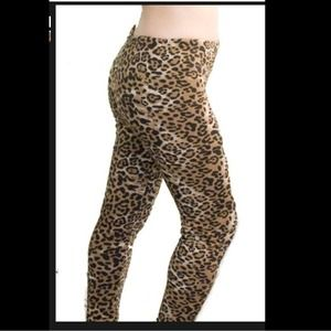 Pants - NWOT FLEECE LINED LEOPARD PRINT KNIT LEGGINGS