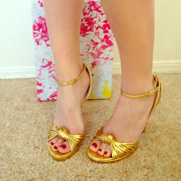 1e26f424818 Reduced🌟Chinese Laundry gold snake skin heels!