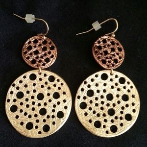 Jewelry - Very unique Two tone earrings