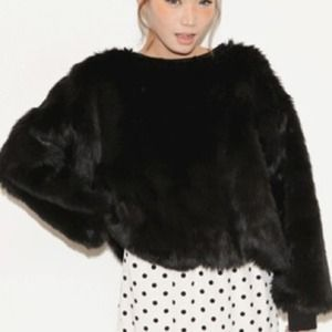 Accessories - Black batwing sleeve fur sweatshirt