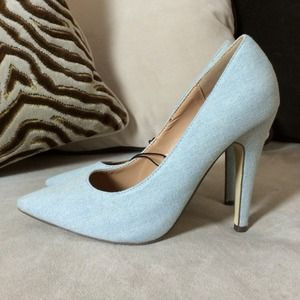 Light Wash Denim Pointy Toe Pumps 💙 6.5/7