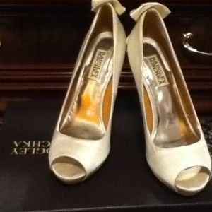 Pearly White Badgley Mischka Peeptoe Shoes