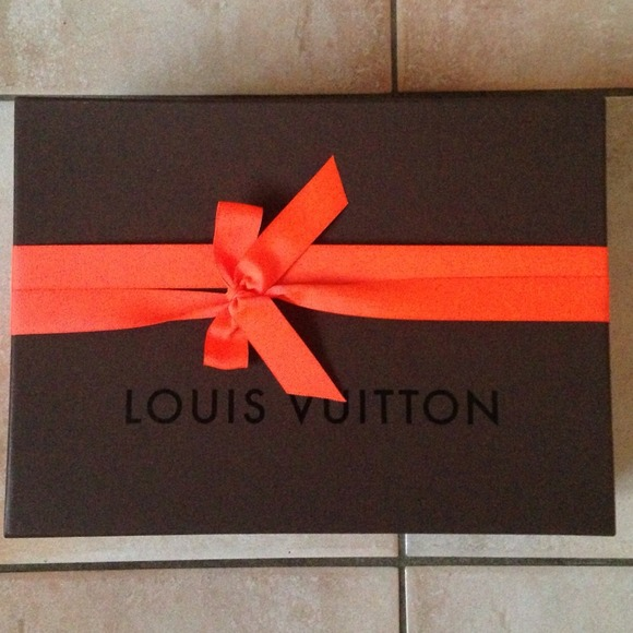 Louis Vuitton - LV medium size gift box with ribbon from Ro's ...