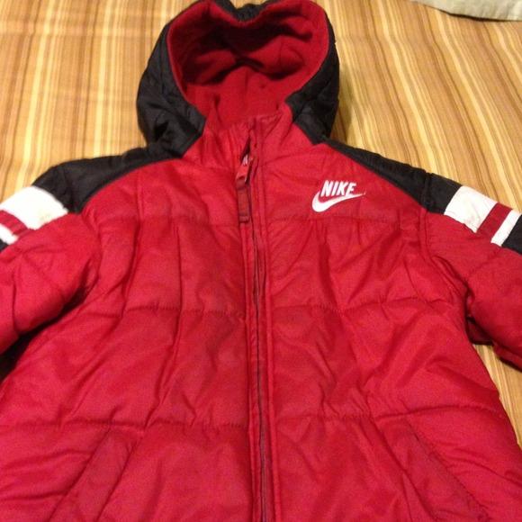 32600e95235b Boys Nike puffer jacket size 4. M 52aa950de2de3c1ea500da79