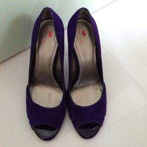 Suede purple pumps