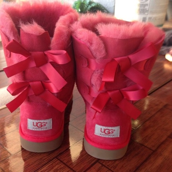 Size 5 Kids Bailey Bow 3280Y NEW UGGS Color Cerise