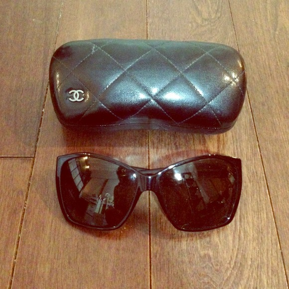 cccc2b684ea11 CHANEL Accessories - CHANEL 5203 Tortoise Sunglasses w  Glitter Lenses