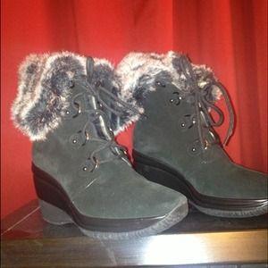 Aquatalia lace up boot