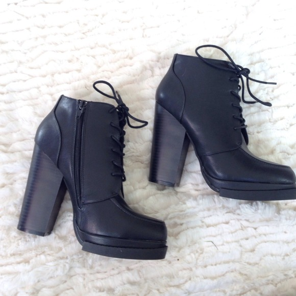 Shoes - New Black Lace Up Chunky Heel Booties 2