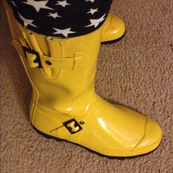 Cute Yellow Rain Boots &amp Tights Bundle 8 from Shonia&39s closet on