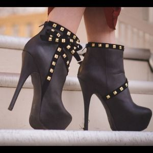 Charlotte Russe Boots - Gold detailed bow black booties