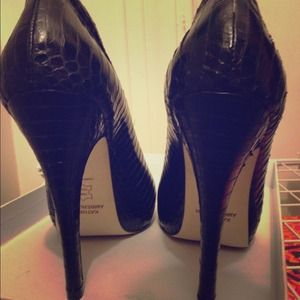 KATHRYN AMBERLEIGH Black genuine snakeskin pumps