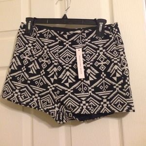 Aztec print high-waisted shorts