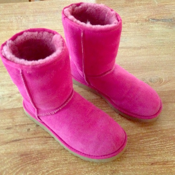548c7246f33 Hot pink genuine Classic Short UGG boots size W8