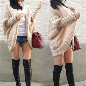 Accessories - Beige oversized knitted sweater
