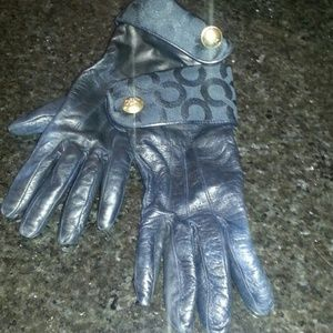 Small-med black leather authentic Coach gloves.