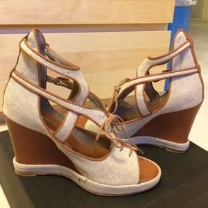 NIB Surface To Air canvas cutout wedges