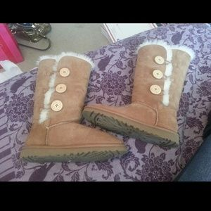 Uggs new size 6 on eBay $39 highendsupply