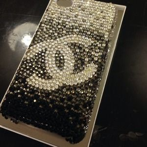 Chanel handmade iPhone 4 and 4s case. Bling bling✨